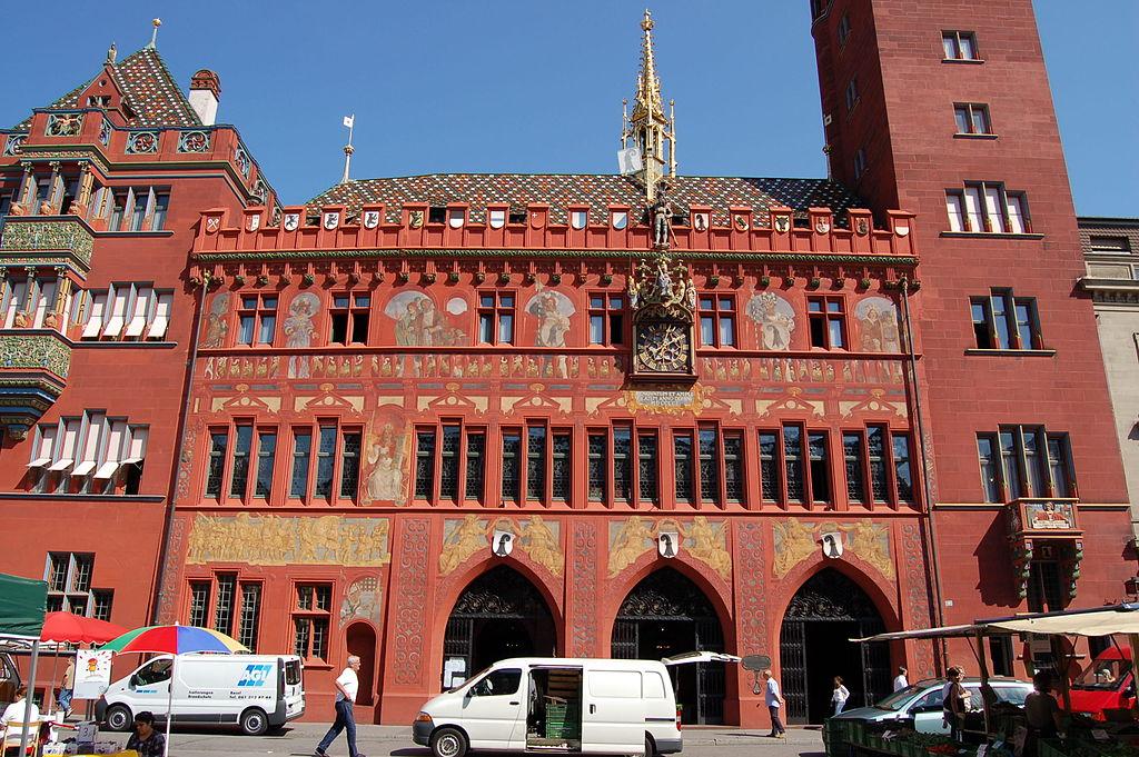 Rathaus Basel vom Marktplatz aus fotografiert